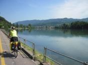 Fietspad langs de Rijn aan de Zwitserse kant