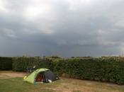 Ons tentje op de camping in Mierlo. Het noodweer op de achtergrond trok gelukkig aan ons voorbij.